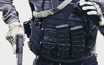 全副武装的战术从手枪跟弹匣开始