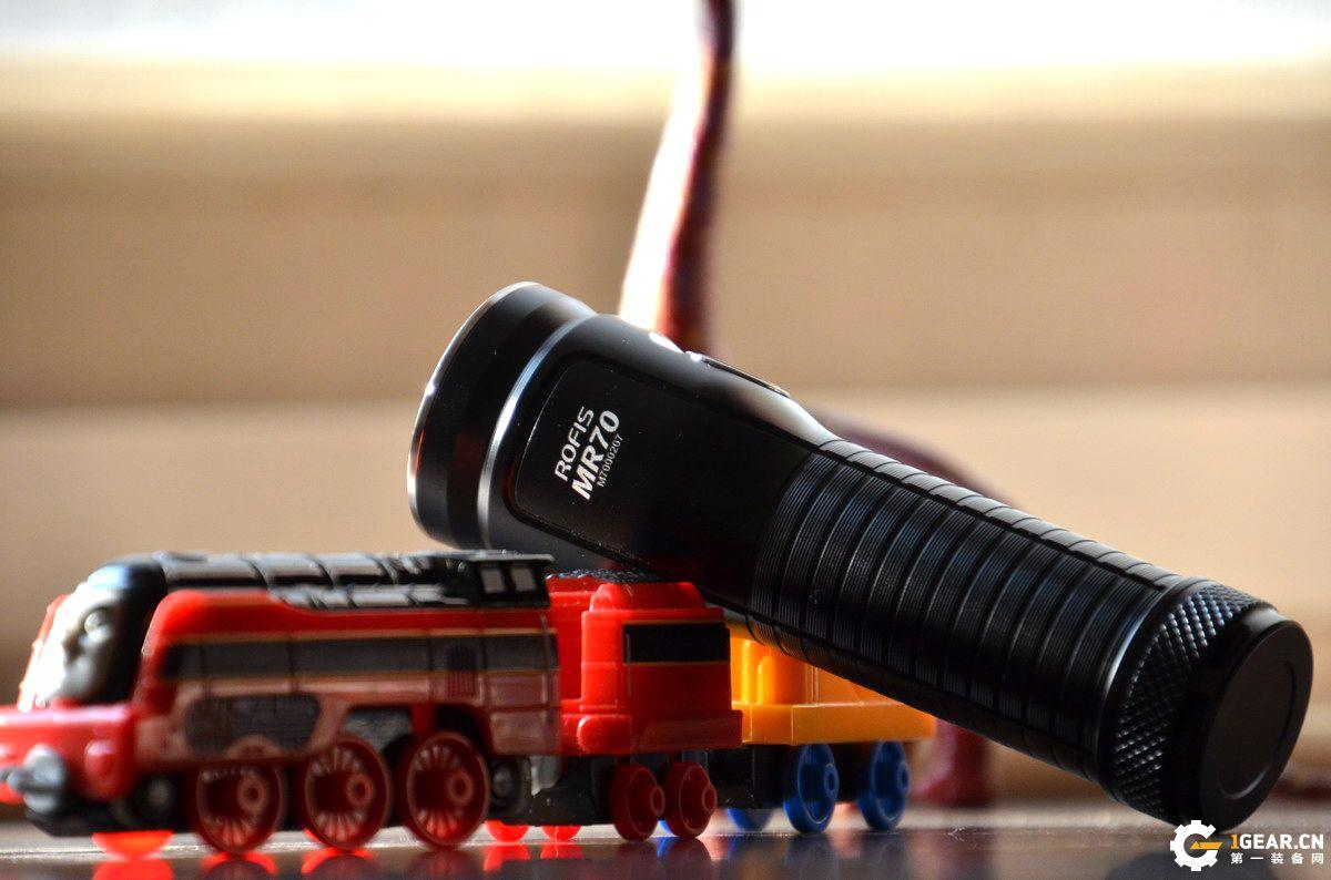 终结黑暗 感受温暖——ROFIS MR70 双光源手电体验