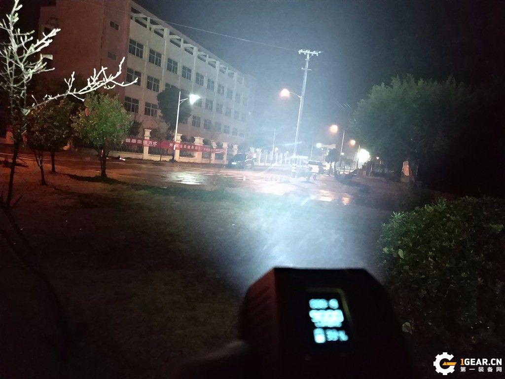 夜の终结者--fenix TK72R智能超高亮手电测评