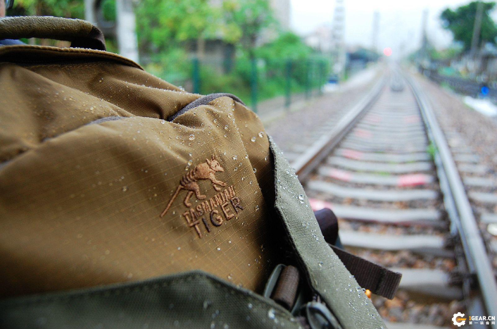 休闲范的战术背包,通勤户外两不误