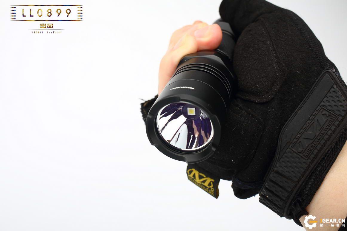 无级调光战术小远射NITECORE P26评测